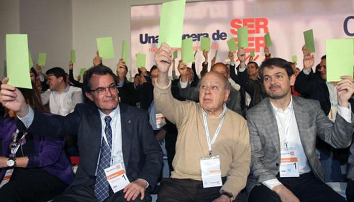 Artur Mas y los dos Pujol, padre e hijo, en una reunión de CDC.