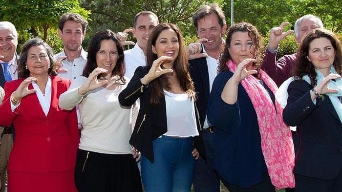 Carmen López, en el centro, en una foto de la candidatura de Ciudadanos en Castilleja.