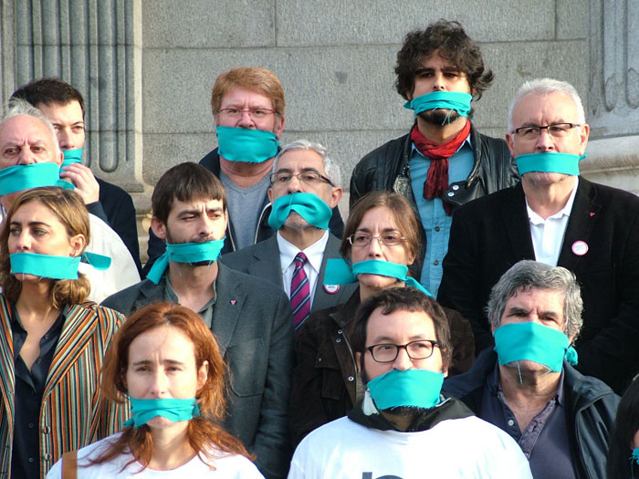 Así los queire Podemos: todos con mordaza dentro de Izquierda Unida. Foto: IU.