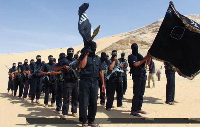 Yihadistas entrenándose en el desierto.
