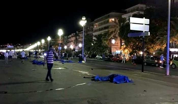 Atentado yihadista en Niza en la noche del 14 de julio de 2016 que ha provocado 84 muertos. Foto: TV.